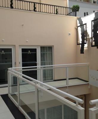 Patio intérieur, accès aux chambres 1-2-3